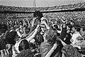Feyenoord tegen Utrecht 3-0 Feyenoord officieus kampioen Ruud Gullit op de scho, Bestanddeelnr 932-9492.jpg