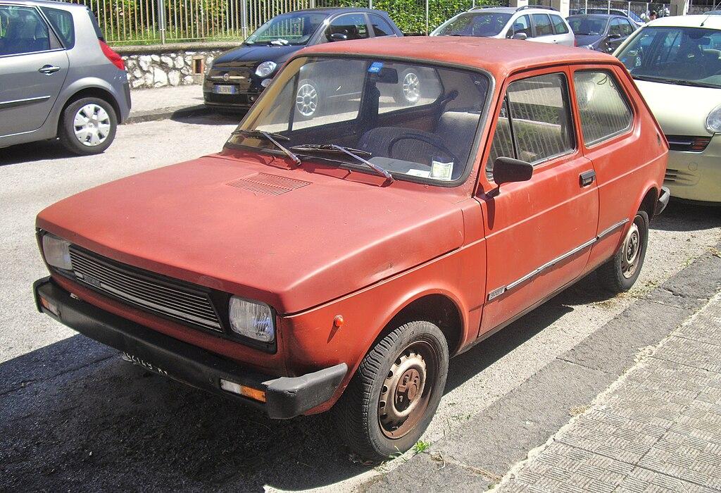 FileFiat Red DoorJPG Wikimedia Commons - Fiat 700