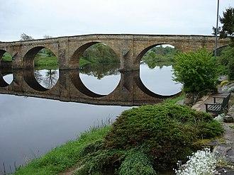 Chollerford Bridge - Image: Flat Calm at Chollerford Bridge geograph.org.uk 441279