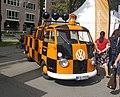 Follow-me-Fahrzeug Flughafen München-Riem (T1 pickup)(schräg vorn).jpg
