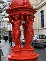 Fontaine Wallace Rouge Rue Belgrand Paris 3.jpg