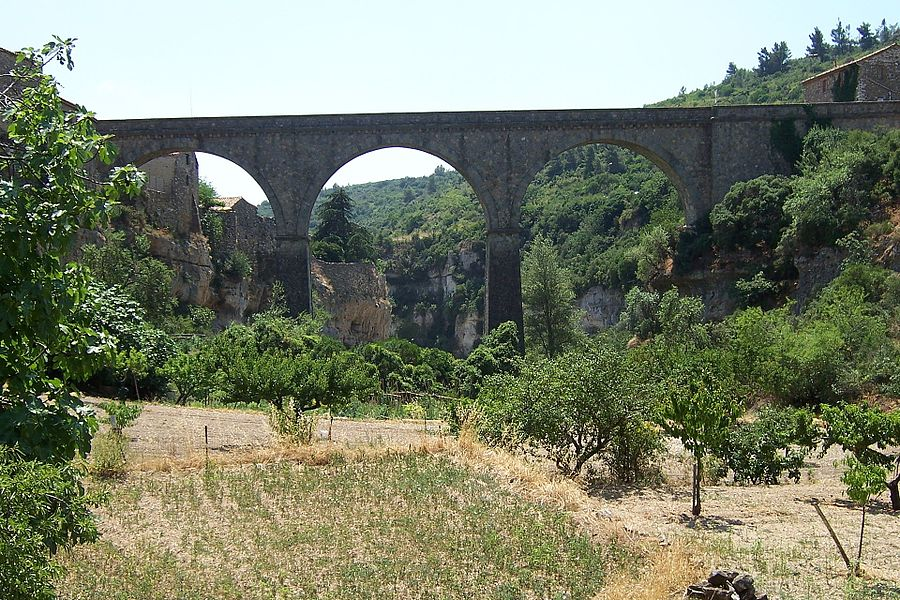 France - Hérault - Minerve - Le pont d'accès au village