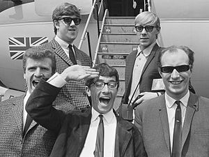 Freddie and the Dreamers - Freddie and the Dreamers in 1964. From left to right, Bernie Dwyer, Pete Birrell, Freddie Garrity, Derek Quinn, Roy Crewdson
