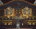 Gates of Buckingham Palace at Night (6995081945).jpg