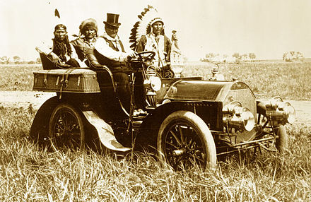 Geronimo in a 1905 Locomobile Model C, taken at the Miller brothers' 101 Ranch located southwest of Ponca City, Oklahoma, June 11, 1905 Geronimo in a 1905 Locomobile Model C.jpg