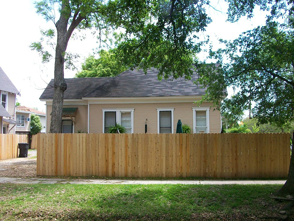 File gillette house side view houston texas jpg for Building houses with side views
