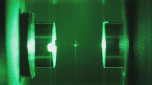 Optical cavity - A glass nanoparticle is suspended in an optical cavity