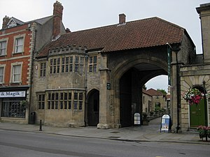 English: Gatehouse of Glastonbury Abbey, Glast...