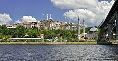 Golden Horn and european side of Istanbul 001.jpg