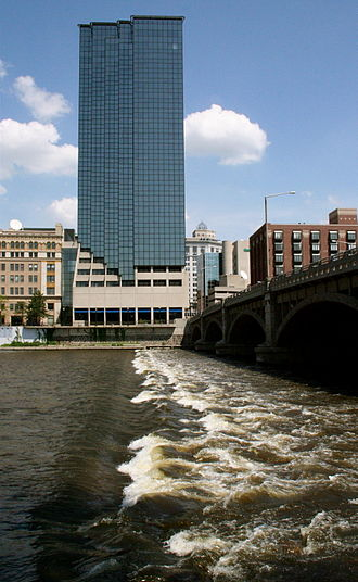 Grand River (Michigan) - Image: Grand River, Grand Rapids