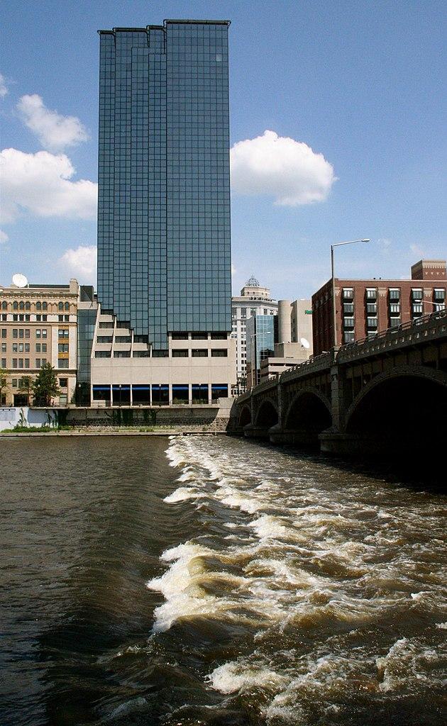 File:Grand River, Grand Rapids.jpg - Wikimedia Commons
