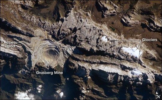 GrasbergMine ISS011-E-9620