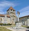 Grassac 16-Croix monument clocher 2013.jpg