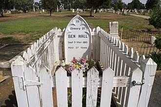 Grave of Ben Hall - Image: Grave of Ben Hall, Bushranger, Forbes NSW Australia