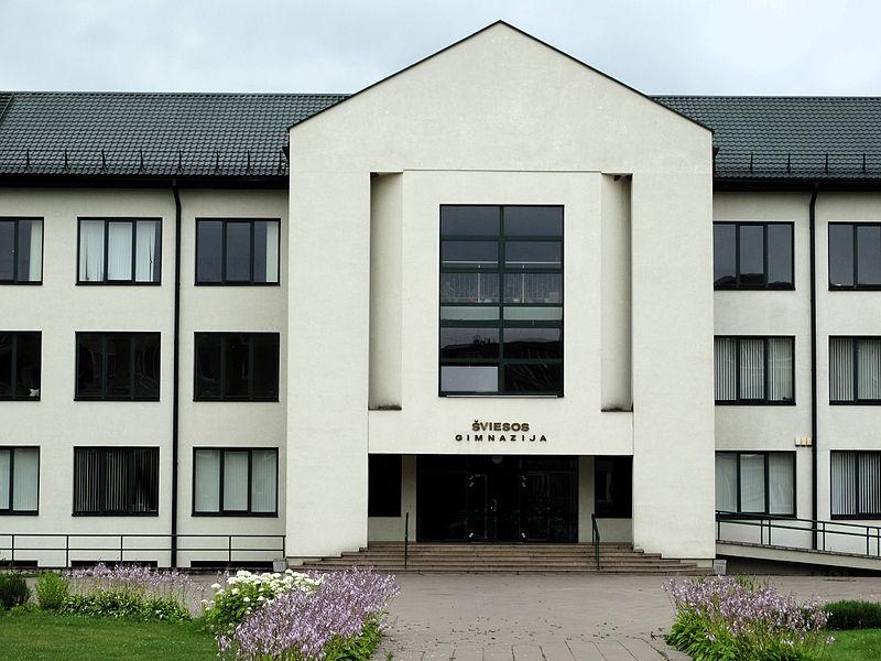 File:Grigiškės, Šviesos gimnazija iš priekio.JPG