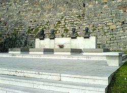 Grob narodnih heroja