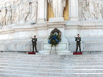 The Tomb of the Unknown Soldier, Italy Guardia al Milite Ignoto - Altare della Patria - Roma, Italia - 2005.jpg