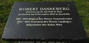 Robert Danneberg - Image: Guenther Z 2007 04 12 0235 Wien 03 Gedenkstein Robert Danneberg
