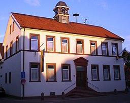 Ehemaliges Schul- und Rathaus in Heuchelheim bei Frankenthal. Heute Heimatmuseum