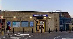 High Barnet station bldg 2020.jpg