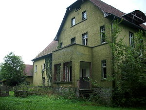 English: abandoned house