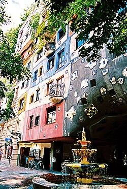 Hundertwasserhaus wikipedia for Case stravaganti