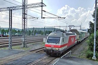 VR Class Sr2 - An Sr2 locomotive pulls an InterCity train to Jyväskylä station.