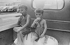 IceCreamBoysWashingtonIndiana1941.jpg
