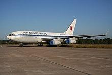 Ilyushin Il-96-300 dell'Atlant-Soyuz Airlines nella storica livrea.