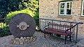 In der Vergangenheit verweilen mit Mühlstein und Bank, eine schöne Aussicht genießen an der Bergmühle Flensburg. - panoramio.jpg