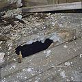 Interieur, begane grond, rechter achterkamer- gat in houten vloer (tijdens verbouwing) - Nieuw-Loosdrecht - 20337373 - RCE.jpg