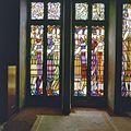 Interieur eerste verdieping, trouwkamer eerste klasse, linkergedeelte glas-in-loodramen, voorstellende bruidsmeisjes met geschenken - Amsterdam - 20320959 - RCE.jpg