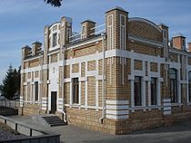 Ishim train station, Russian railroads, Tyumen oblast. Station building left side.jpg