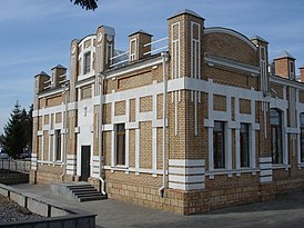 Ishim train station, Russian railroads, Tyumen oblast. Station building left side.jpg