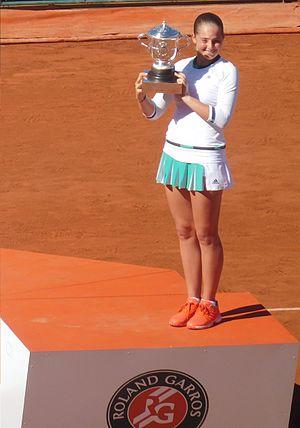 2017 WTA Tour - Image: Jelena Ostapenko RG17