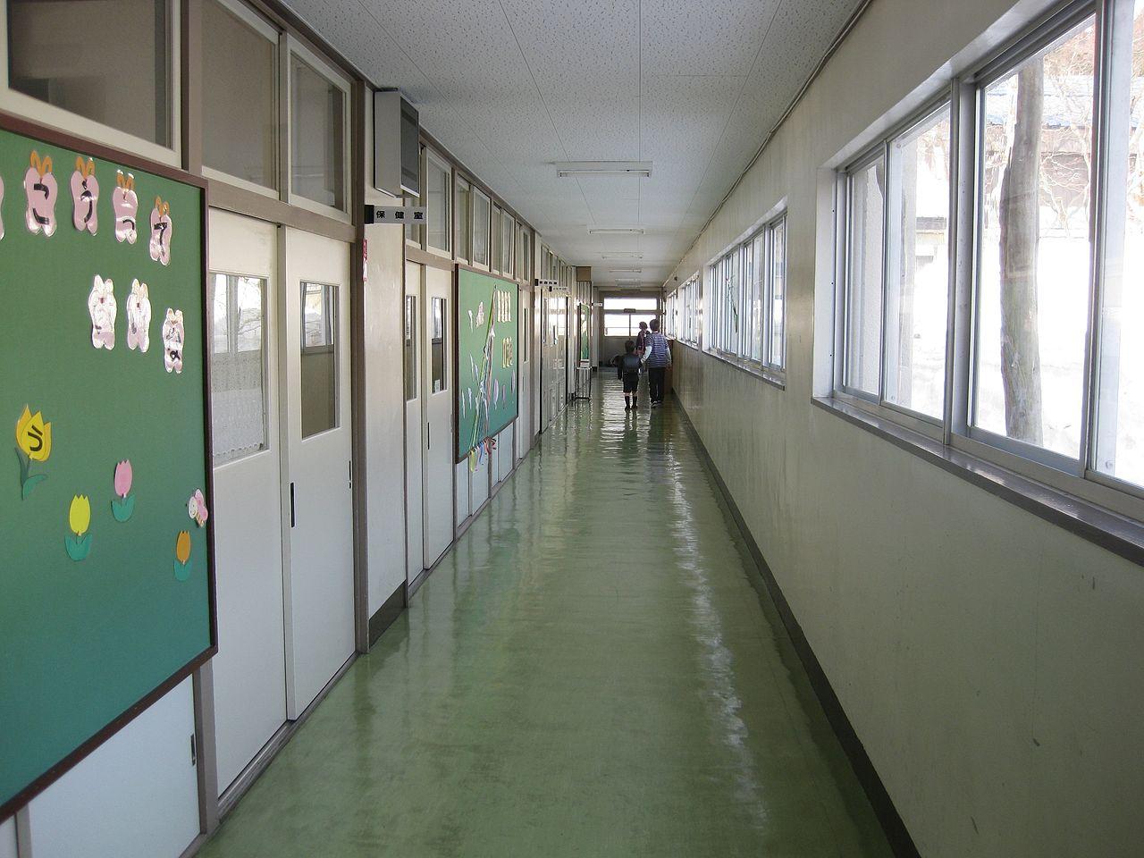 File:Jinego Elementary School 1F Hallway 1.jpg - Wikimedia ...
