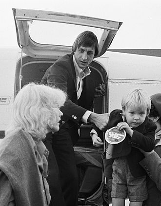 Jordi Cruyff - Jordi with father Johan Cruyff and mother Danny Coster in 1977