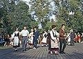 Juhla Kansallismuseon pihalla - XLVIII-936 - hkm.HKMS000005-km0000m2ku.jpg