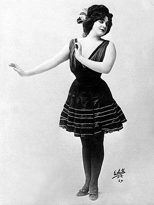 Julian Eltinge - Eltinge in The Fascinating Widow (1911)