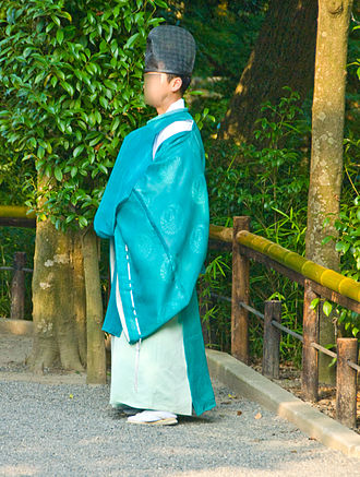 Kannushi - A kannushi wearing a garment called kariginu and a hat called eboshi
