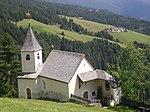 Chapel and granary at Villpederer