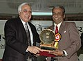 Kapil Sibal giving away the National Science Award to Dr. V.A Elagalagan, on the occasion of the National Science Day celebrations, in New Delhi on March 01, 2007.jpg