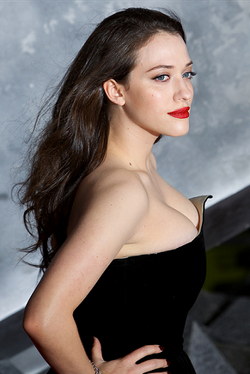 Kat Dennings Thor: The Dark World -elokuvan ensi-illassa 2013.