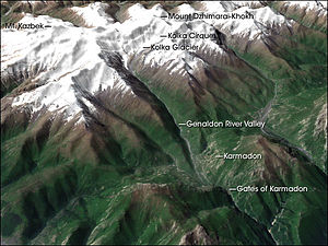 Kolka Glacier - Topography of the glacier's surroundings.