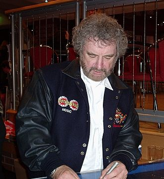 Kevin Bloody Wilson - Kevin Bloody Wilson signing an autograph after a performance on the 2005 Dilligaf Tour