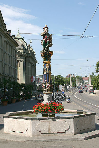 KindlifresserBrunnen01.jpg