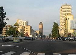 Avenida em Kinshasa
