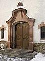 Kirche Pobershau Eingang Winter.jpg