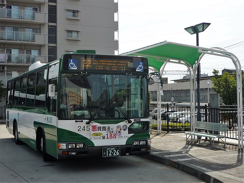 ファイル:Kobe City Bus 245 at Konan-Yamate Station.jpg