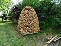 Kosova Hora, kupka dřeva (02).jpg